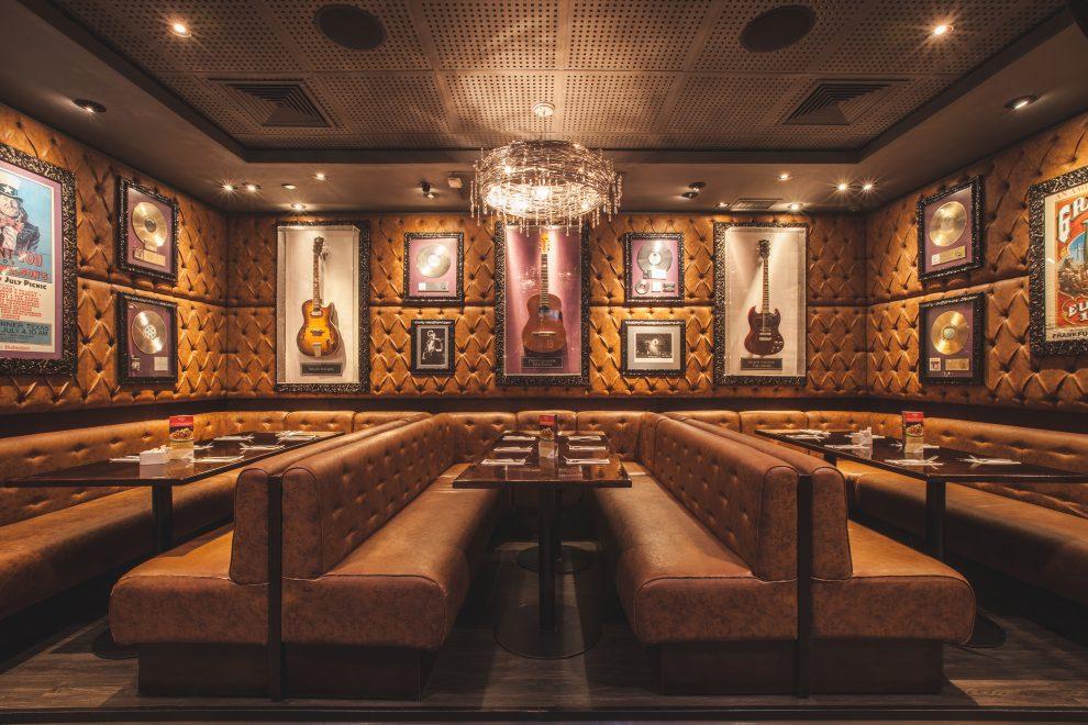 Hard Rock Café Fortaleza, 3º maior do mundo, terá 52 itens de artistas internacionais na décor