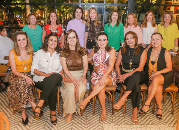 Silvia Campos celebra aniversário com amigas no Giz Cozinha Boêmia