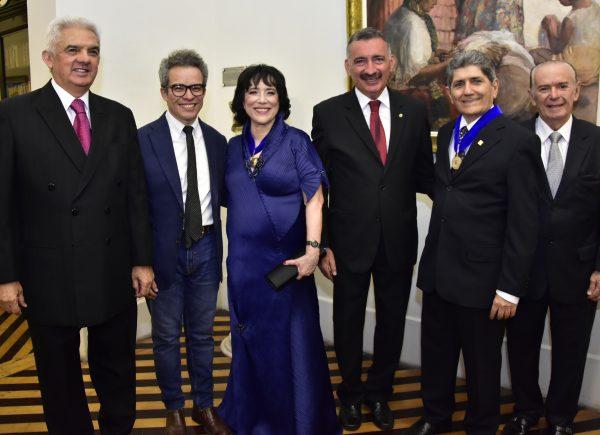 Angela Gutiérrez assume presidência da Academia Cearense de Letras em solenidade no Palácio da Luz