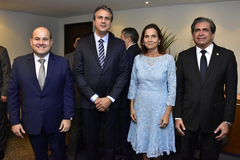 Camilo Santana toma posse do segundo mandato na Assembléia Legislativa; veja o registro