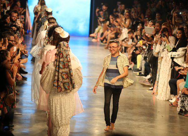"""""""Vou mostrar a minha arte e a brasilidade"""": estilista Lindebergue Fernandes conta detalhes sobre projeto que assina para a Escola de Samba União da Ilha"""