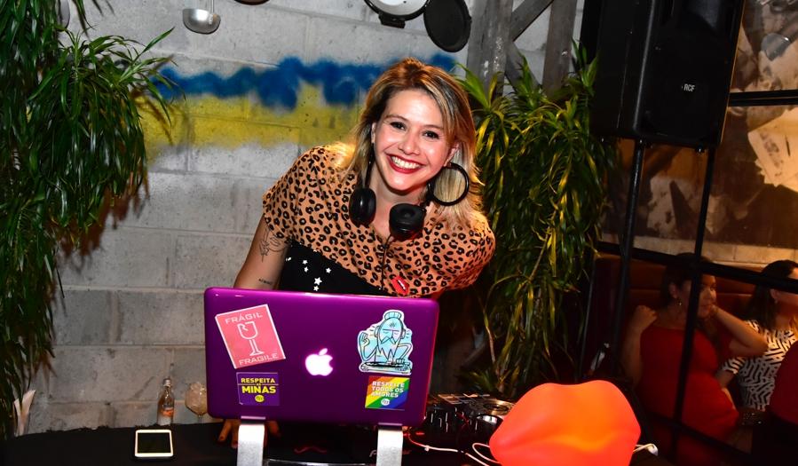DJ Isa Capelo anima noite de sexta-feira no Giz Cozinha Boêmia
