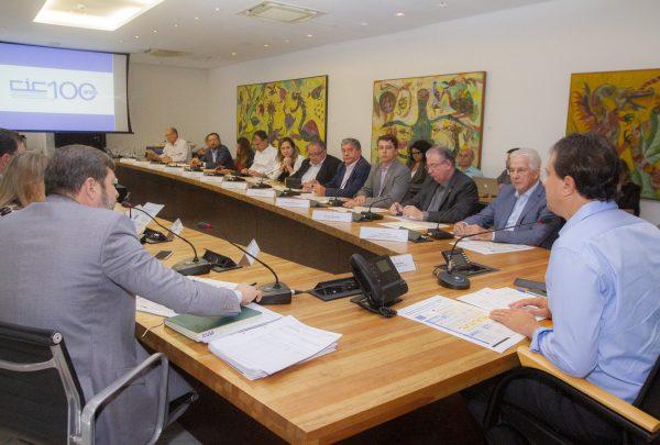 Governo e Fiec planejam lançar programa que vai facilitar trabalho das empresas