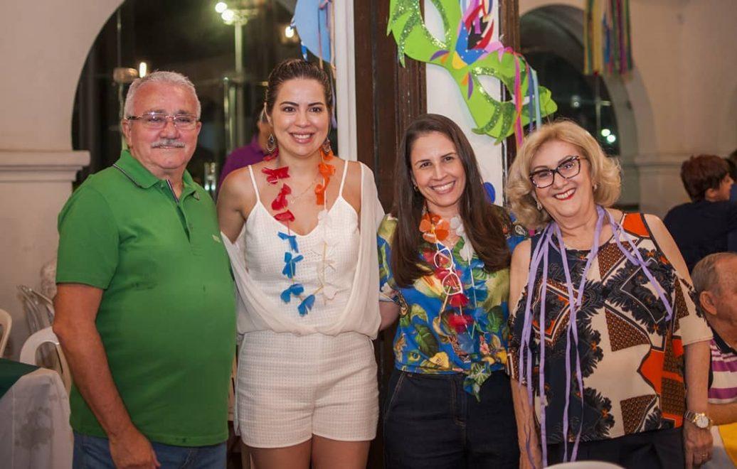 Onélia Santana leva filhos para curtir bailinho infantil no Ideal Clube