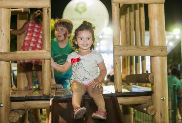 Maciço de Baturité: Governo do Ceará entrega brinquedopraça em Pacoti