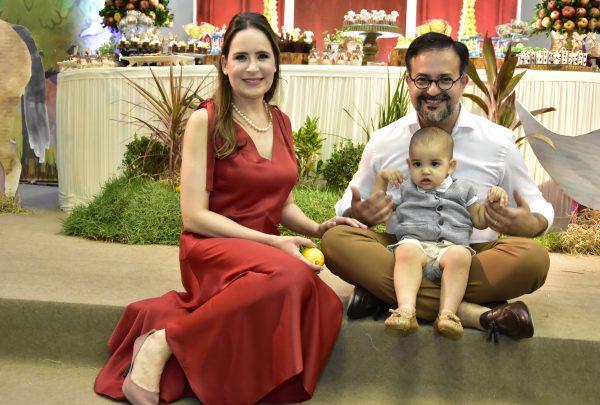 """Manoela e Márcio Crisóstomo celebram 1 ano de Enzo em festa com o tema """"Fazendinha"""""""