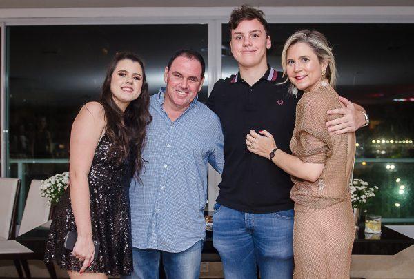 Baladinha animada para festejar os 17 anos dos gêmeos Luiz e Letícia Cidrão