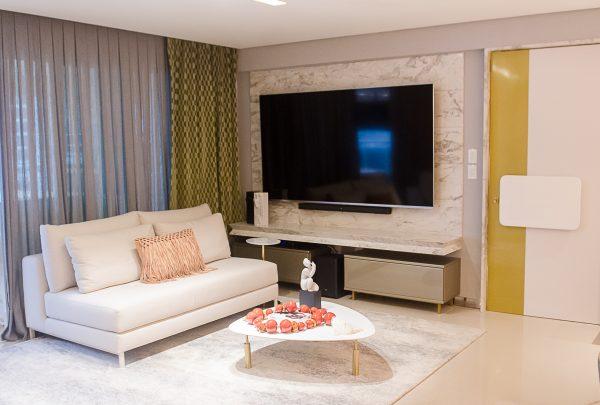 Inspire-se: uso de materiais nobres e naturais em apartamento garantem uma atmosfera sofisticada e exclusiva