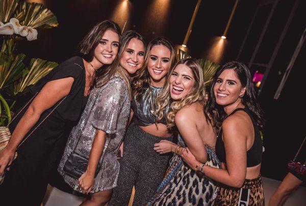 Ao completar 21 anos, Isabella Nogueira comemora com festa no rooftop da Mansão Macedo; veja fotos