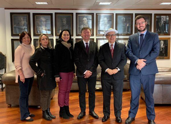 Diretores da Fecomércio se reúnem com embaixador do Brasil na Inglaterra para celebrar exposições de cearenses