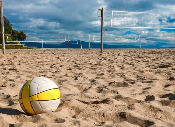 Estrelas do vôlei de praia realizam ações em três lugares de Fortaleza antes das competições