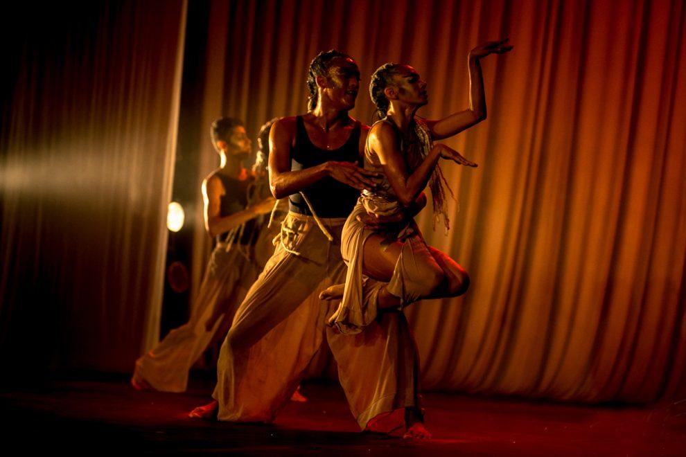 Primeira noite de exibição do espetáculo Estrelário lota Teatro Edisca