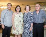 Beto e Ana Studart recebem casais de amigos para jantar super prestigiado