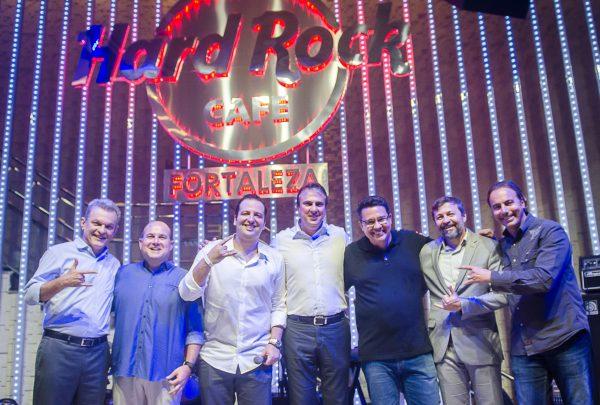 Hard Rock Cafe é inaugurado em Fortaleza com show especial de Dinho Ouro Preto e banda