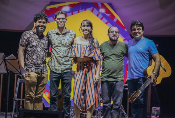 Vila Azul do Mar tem shows de brega, pop rock e tributo ao Dia Internacional da Mulher