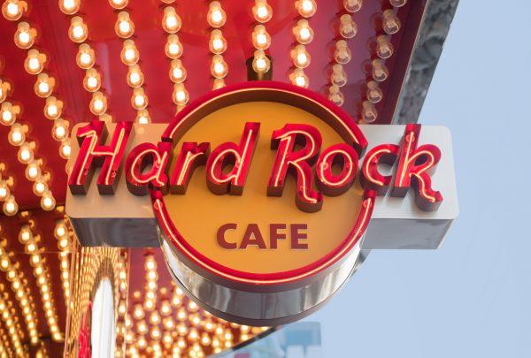 Saiba quais itens de celebridades estarão expostos no Hard Rock Cafe de Fortaleza