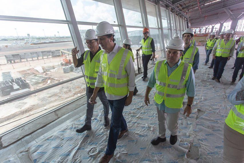 Camilo Santana e Roberto Cláudio visitam obras de ampliação do Aeroporto de Fortaleza