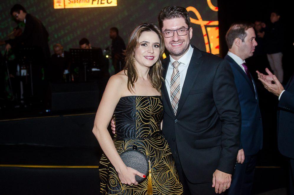 Paulo José e Camila Benevides celebram aniversário de 40 anos dele com viagem pela Europa
