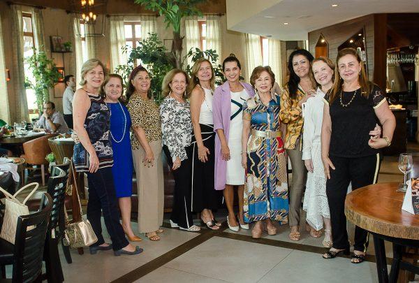 Márcia Travessoni apresenta novo projeto beneficente em almoço com grupo de amigas Anjas