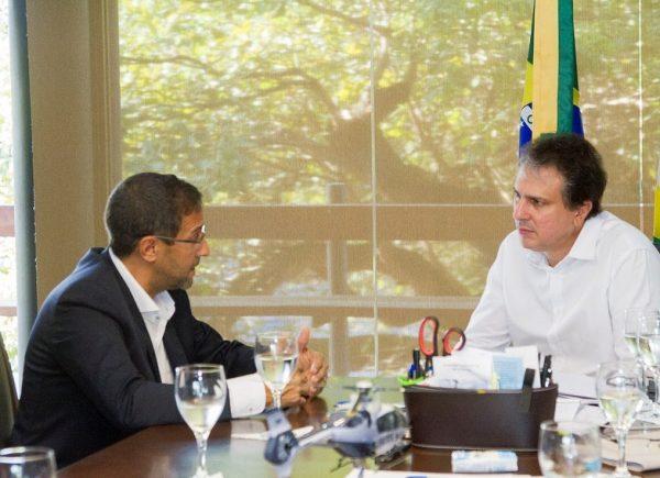 Camilo Santana recebe CEO da Angola Cables no Palácio da Abolição