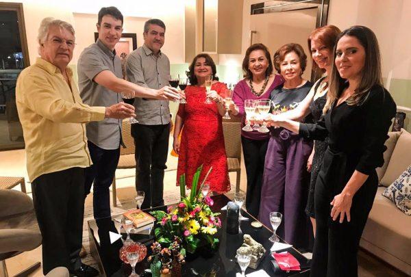"""Grupo """"Só Alegria"""" se reúne em torno de jantar assinado por Rafael Sudatti"""
