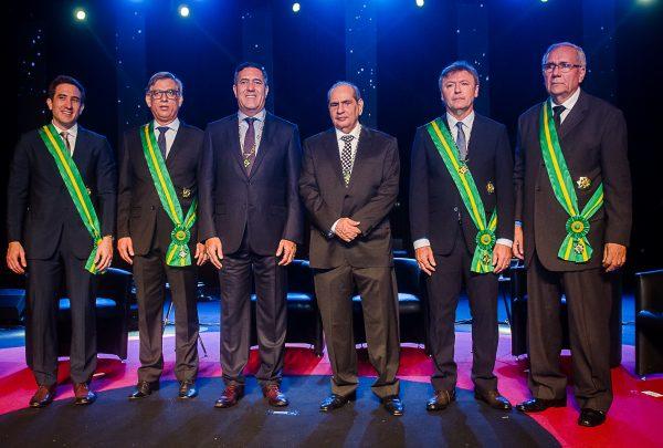 José Roberto Tadros e Luiz Gastão Bittencourt, da CNC, são honrados com a Medalha de Ordem do Mérito Comercial; veja o registro
