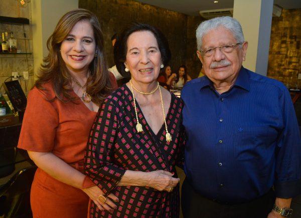 Zuleide Menezes comemora nova idade em almoço especial no L'Ô