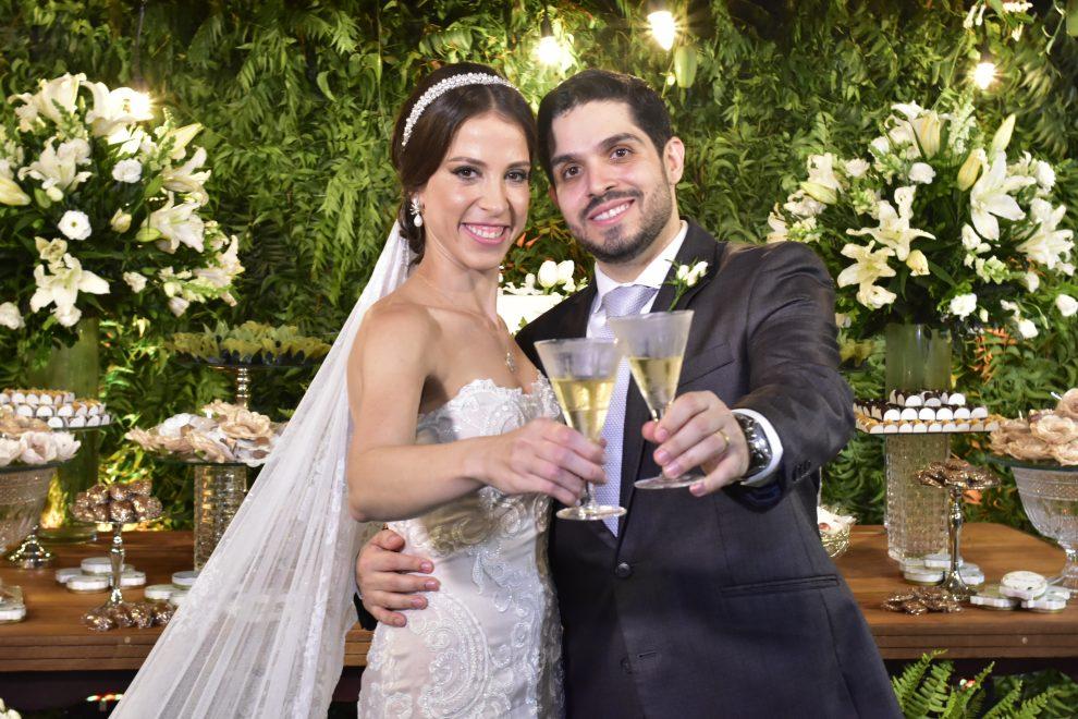 Natércia Saboya e Fernando Victor Laprovitera selam união em cerimônia intimista