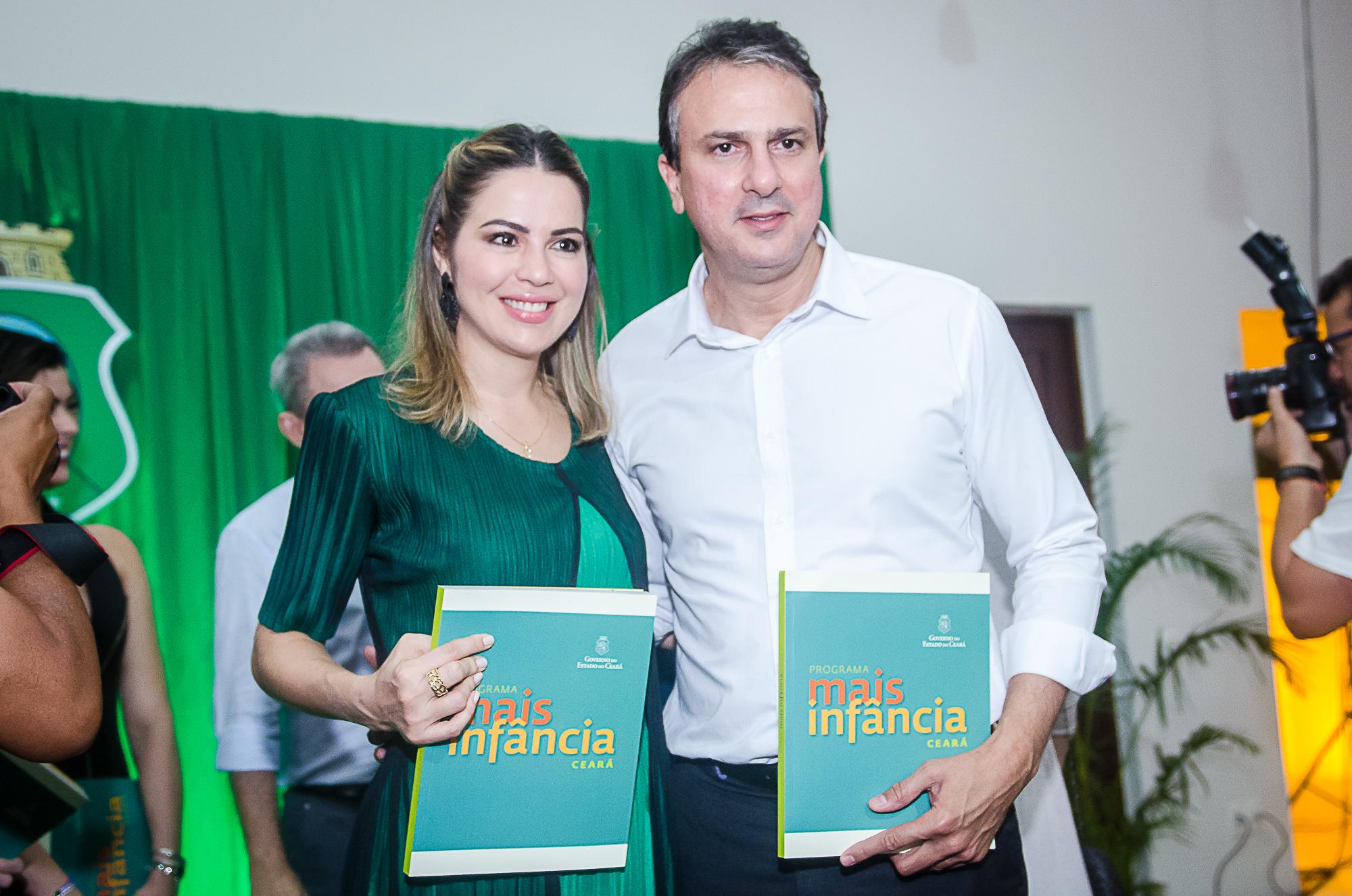 Onélia Santana lança livro que traça história e resultados do Programa Mais Infância Ceará