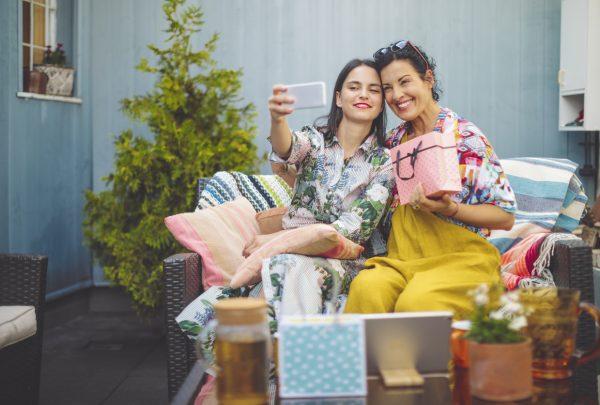Shopping Benfica promove série de oficinas, bate-papos e promoções para o Mês das Mães