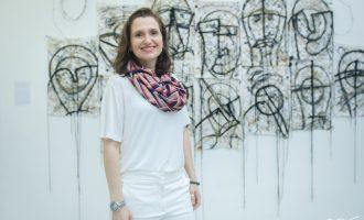 Andréa Dall'Olio mistura materiais têxteis e bordados em exposição de arte no Museu da UFC