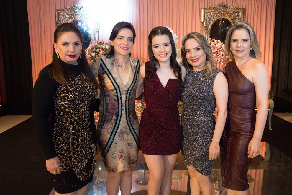 Muita magia e emoção na festa de 15 anos de Sofia Luz; veja fotos