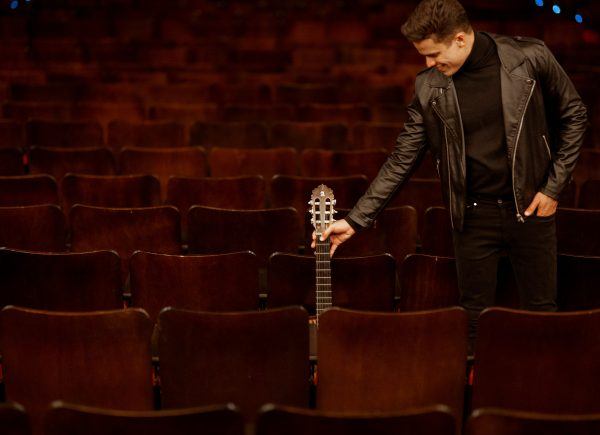 """""""Quero me lançar no mercado internacional como voz da nova geração da bossa nova"""", diz Marcos Lessa sobre novo álbum"""