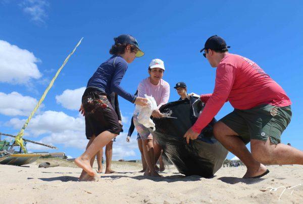 Governo monta mutirão de limpeza em praias de Fortaleza
