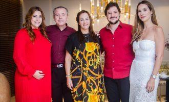 Nadya Cabral ganha festa de aniversário surpresa da família