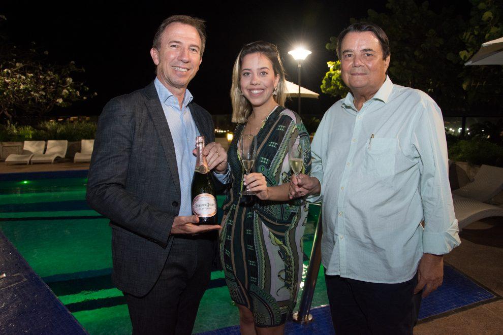 Victoria Sarro comanda sunset degustação de champagne Perrier-Jouët no Gran Marquise