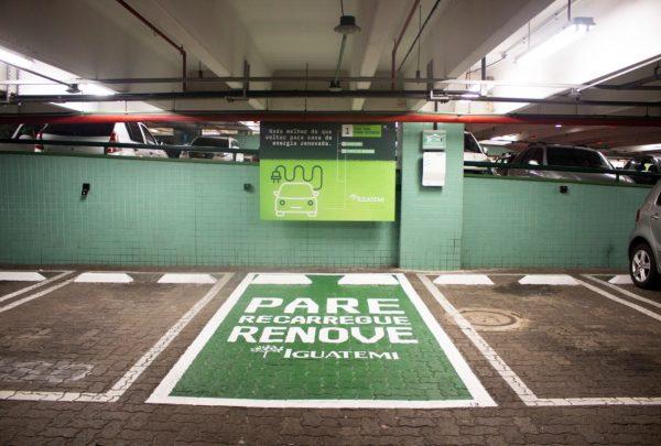 Iguatemi é o 1º shopping cearense a disponibilizar carregadores para carros elétricos