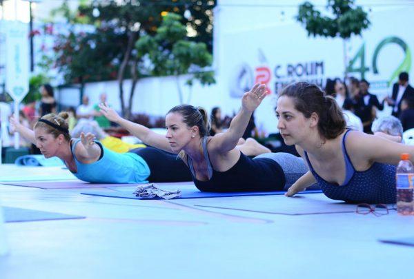 Aulas de yoga e show da Orquestra Jacques Klein animam Praça do Bem Estrelário