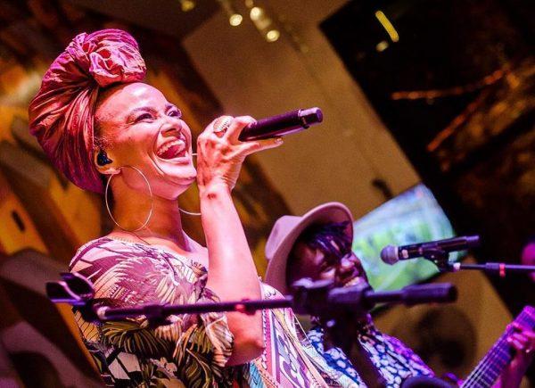 Luciana Mello faz apresentação em Fortaleza