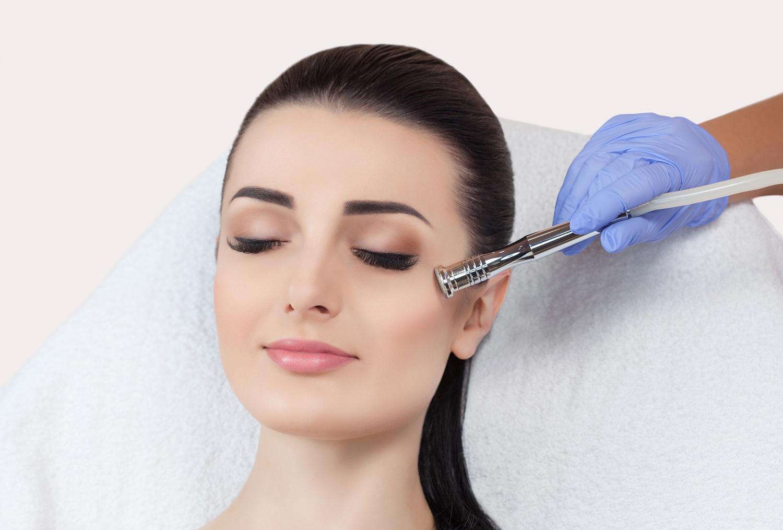 Conheça o procedimento estético Ultrassom Microfocado, realizado pela Clínica Essence