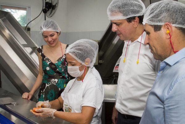 Programa Mais Nutrição distribui alimentos 'in natura' para 12 entidades beneficentes