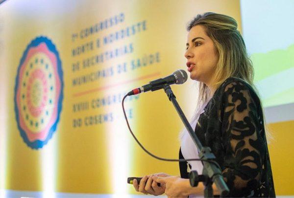 Onélia Santana apresenta programa Mais Infância Ceará para autoridades da Alemanha