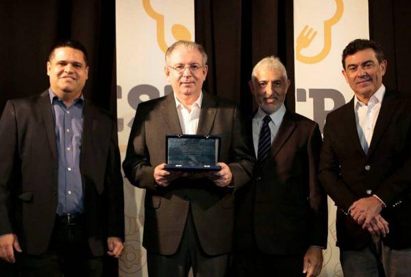 Ricardo Cavalcante recebe homenagem durante o FESTPAN 2019
