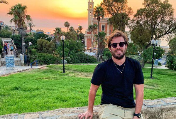 Confira a jornada de fé e autoconhecimento de Cláudio Nelson em Israel