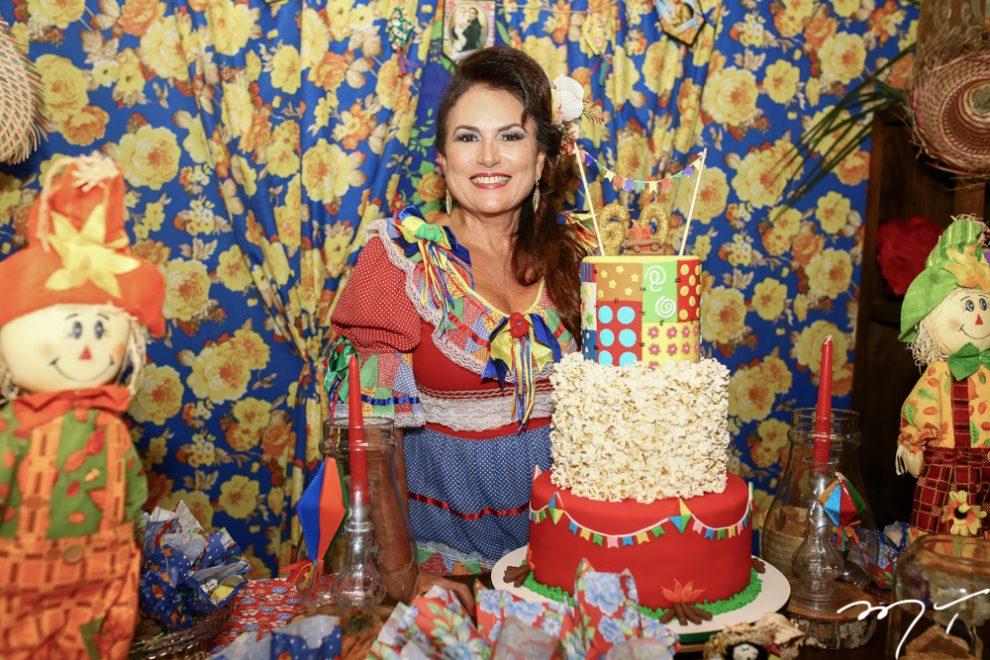 Ana Luiza Costa Lima celebra aniversário em ritmo de arraiá junino