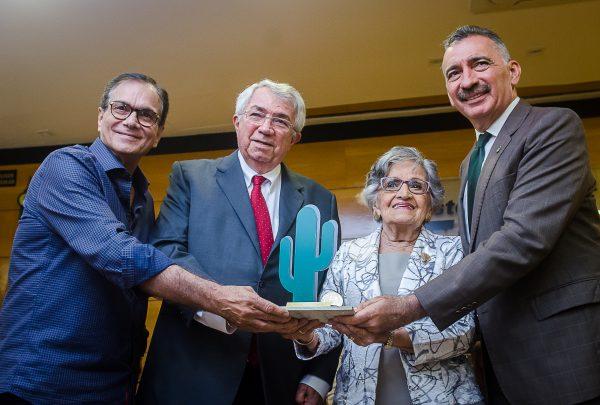 Sema homenageia Roberto Macêdo por contribuição no desenvolvimento do Ceará