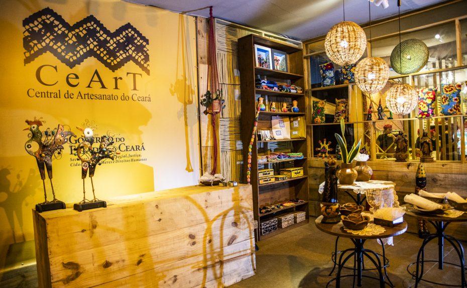 Artesanato cearense é comercializado em stand da CeArt na Expocrato
