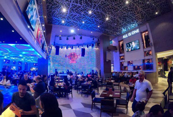 Nayra Costa, André Luã e Fest Domino agitam Dia Mundial do Rock no Hard Rock Cafe Fortaleza
