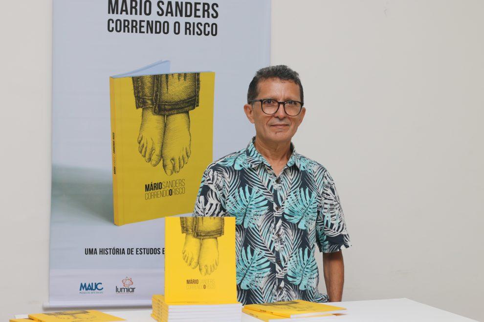 Livro com ilustrações de Mario Sanders é lançado no Museu de Arte da UFC