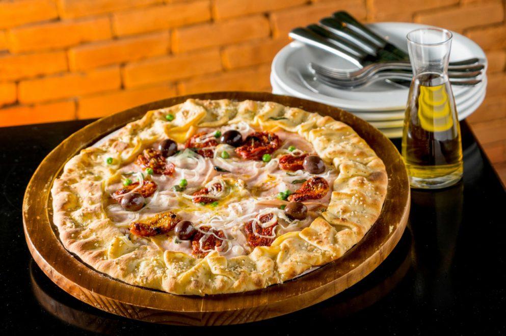 Cardápio de pizzas do Coco Bambu inclui mais de 30 sabores; confira